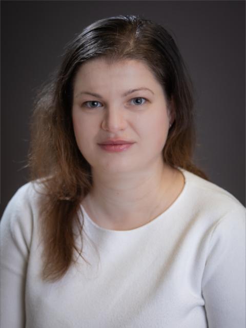 Dr. Aradi Gabriella